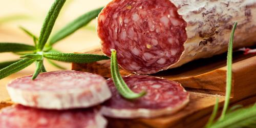 Manger du saucisson augmente le risque de cancer colorectal