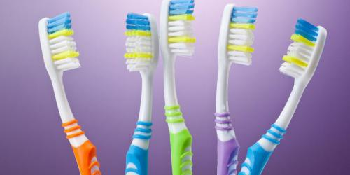 3 marques de brosses à dents à éviter car elles abîment vos dents