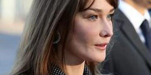 Carla Bruni, adepte de la cigarette électronique !