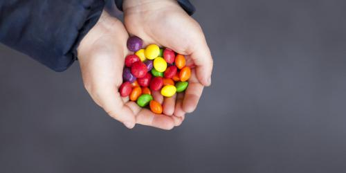 Alimentation de l'enfant : attention aux bonbons