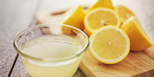 Pourquoi le citron blanchit les dents ?