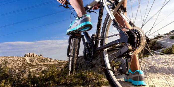 Sport : peut-on faire du vélo quand on souffre d'arthrose du genou ?